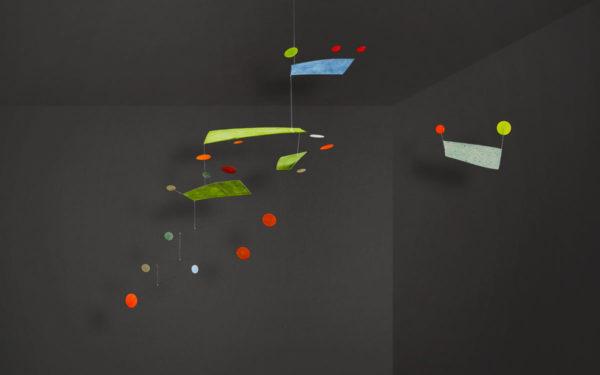 Mobilé Fly (grün, rot gepunktet) - Dekoration für große Räume und Treppenhäuser, Schöne Mobilés für Erwachsene