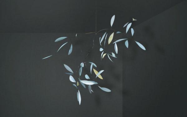 Raumobjekt in hellblau und grau, Dekoration für große Räume, großes Mobilé, Dekoration zum Aufhängen