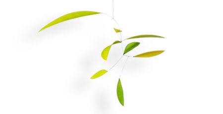 Kleines Mobilé Little Green Leaf in Grün, handgefertigt aus Edelstahldraht und Papier