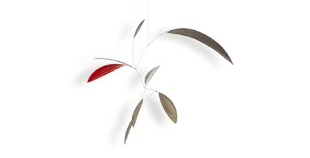 Mobilé Little Leaf in grau, weiß und rot, Schlichtes handgefertigtes Mobilé