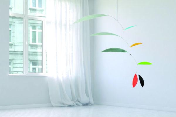 Mobilé Svipp - Leichtes Mobilé, Windspiel aus Papier, Dekoration zum Aufhängen in verschiedenen Grautönen und farbigen Aczenten